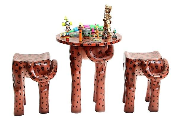 tisch mit 2 hockern gepard f r kinder walt deko. Black Bedroom Furniture Sets. Home Design Ideas