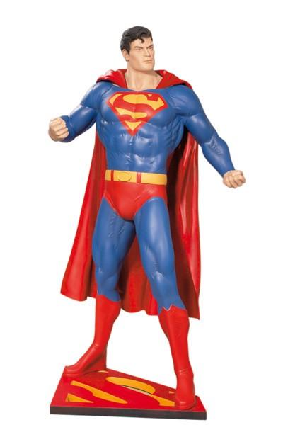 Superman Classics Statue - DC Comics Life-Size