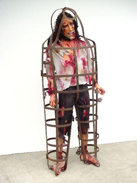 Mann im Folterkäfig