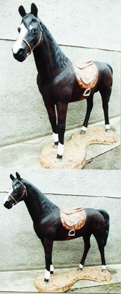 Pferd mit Sockel