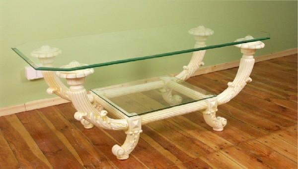 Tisch mit Glasplatten