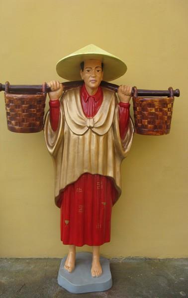 Chinese mit Wasserbehälter
