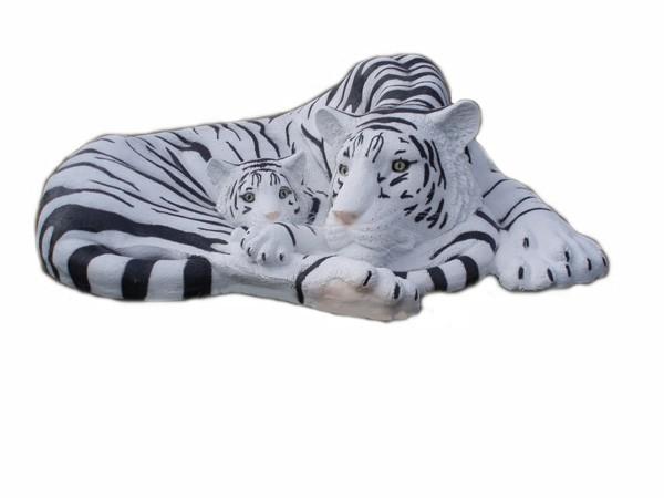 weiße Tigerin mit Jungen