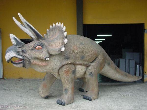 Saurier Triceratops groß