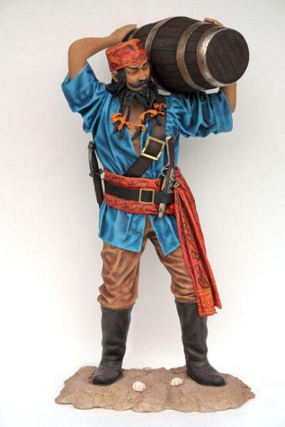 Chinese Pirat mit Faß