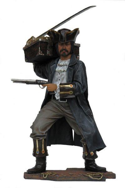eleganter Pirat mit Schatzkiste