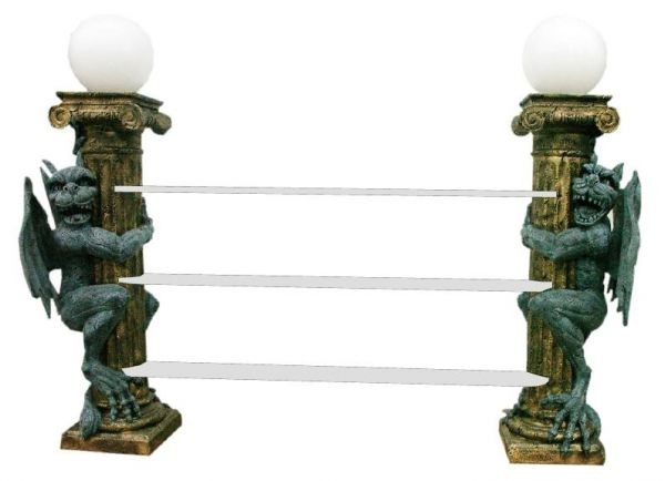 2 Säulen Gothic Regal mit Lampen