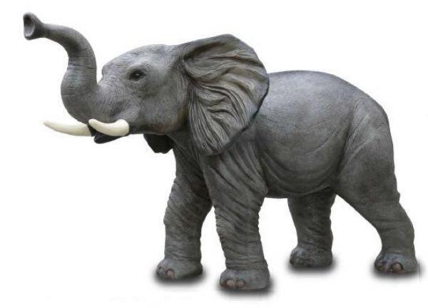 Elefant klein mit Stoßzahn