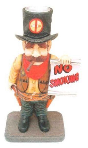 Cowboy mit Aschenbecher im Hut und *No-Smoking* Schild