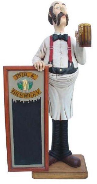 Barmann mit Angebotstafel