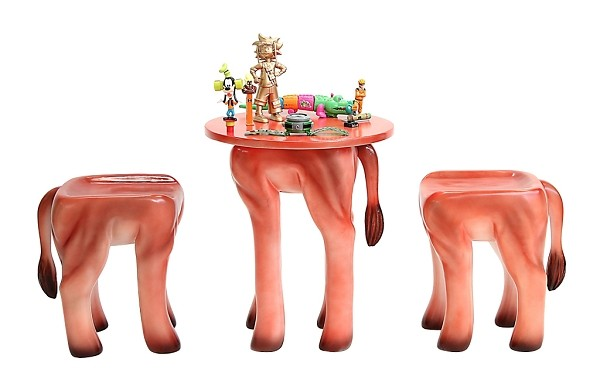 tisch mit 2 hockern l we f r kinder walt deko. Black Bedroom Furniture Sets. Home Design Ideas