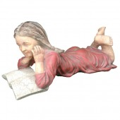 Mädchen ließt Buch