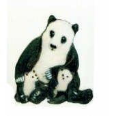 Pandabär sitzend mit zwei Kindern