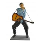 Elvisdouble  mit Gitarre und Micro
