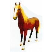 braunes Pferd lebensgroß mit blonder Mähne