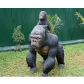 Schwarzer Gorilla mit Baby