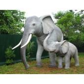 Elefant mit jungem Elefant
