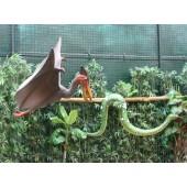 Dinosaurier Pterosaurus mit Anakonda