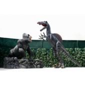 Dinosaurier Spinosaurus greift Gorilla auf Stein an