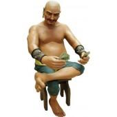 Pirat Moreno auf Stuhl