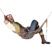 Pirat Charlie liegend in Hängematte