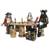 Piraten an großem Weinfasstisch