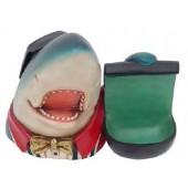 Hai mit Kreidebehälter