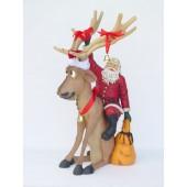 Rentier lustig sitzend mit Weihnachtsmann