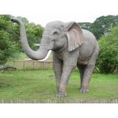 Elefant lebensgroß Rüssel oben