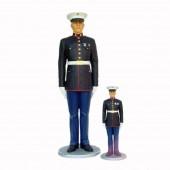 kleiner salutierender Marine Offizier