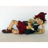 Pinocchio liegend