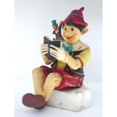 Pinocchio lesend