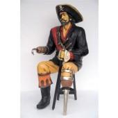 Piratencaptain sitzend