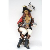 Piratenfrau sexy sitzend