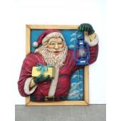 Weihnachtsmann im Fenster mit Öllaterne