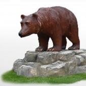 Großer Bär auf Fels