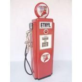 Ethyl Tankstelle als Schrank medium