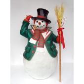 großer Schneemann mit Hut und Besen