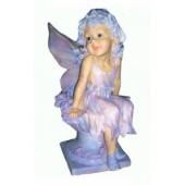 Engel auf Pflanzgefäß