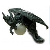 Fliegender Drache mit Glassball als Lampe