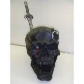Totenschädel in Schwarz mit Schwert