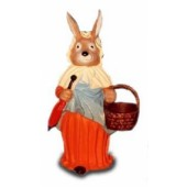 Osterfrau mit rotem Kleid