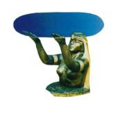 Glastisch mit Ägypterin