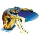 Glastisch mit sitzender Figur