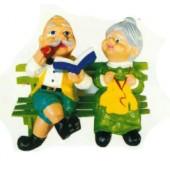 Omi und Opi sitzend auf Bank Variante 2
