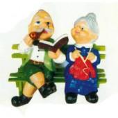 Omi und Opi sitzend auf Bank Variante 3