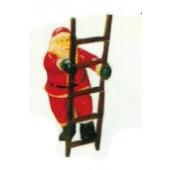 kleiner Weihnachtsmann klettert Leiter hoch
