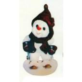 kleiner Schneemann mit Schal und Mütze