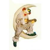 Clown klein sitzt im Mond mit Gitarre