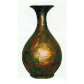 grüne Vase antik mit rötlicher Weinmusterung